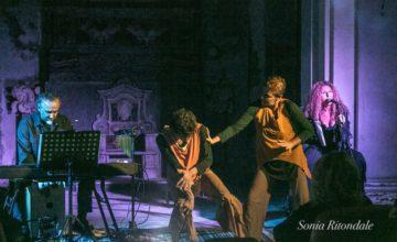 Akerusia danza sul palco per la rassegna Oltre la linea, con Funamboli e In_Canto
